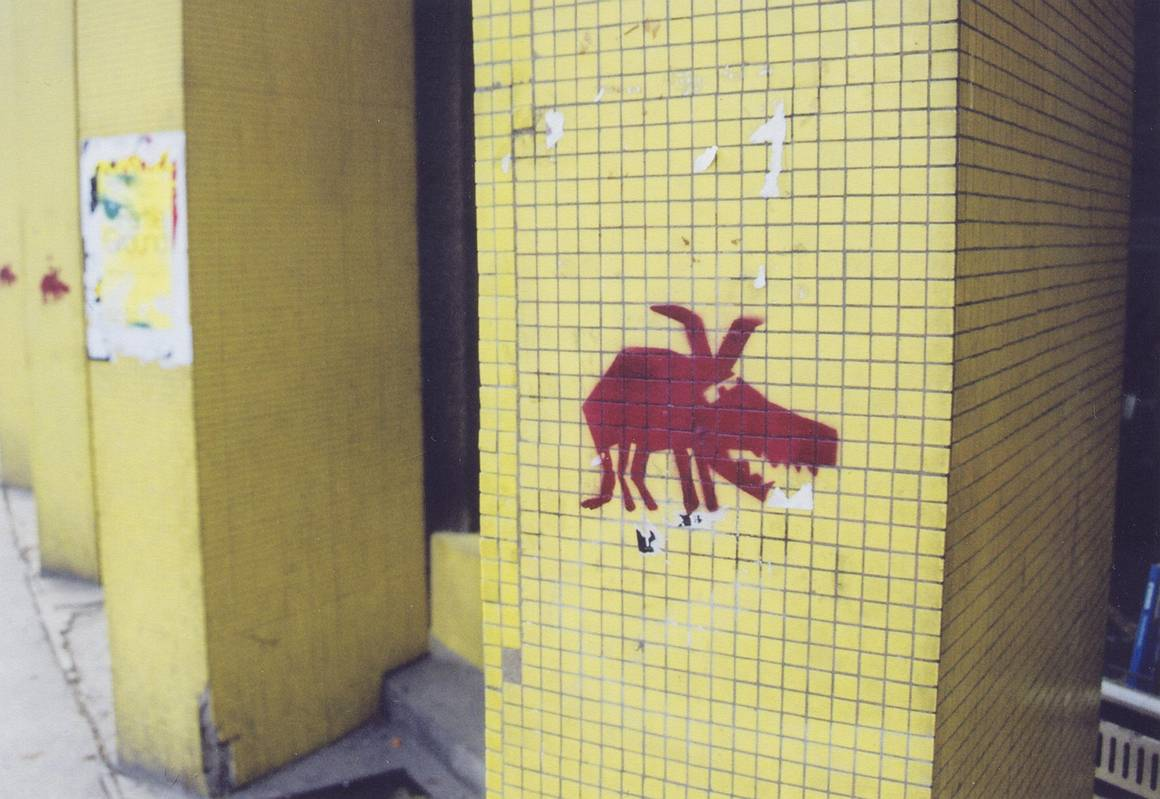 f0a25c00f1425 Writeri tak nadviazali na tvorbu umelcov ako Jean-Michael Basquiat, Keith  Haring, Keny Scharf alebo Richard Hambleton. Postupne tak z graffiti  vznikla nová ...